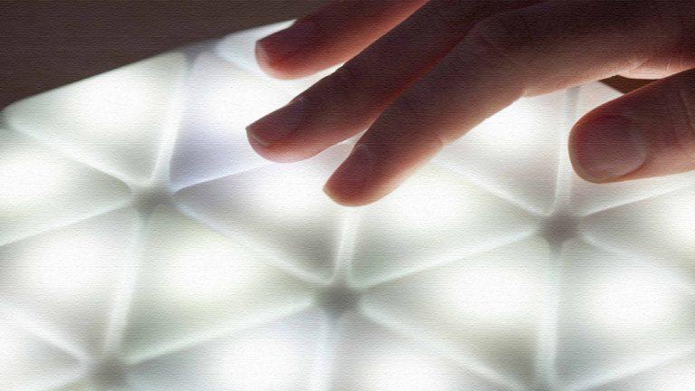 カンガルーライト!柔らかい素材の6角形充電式LEDライト