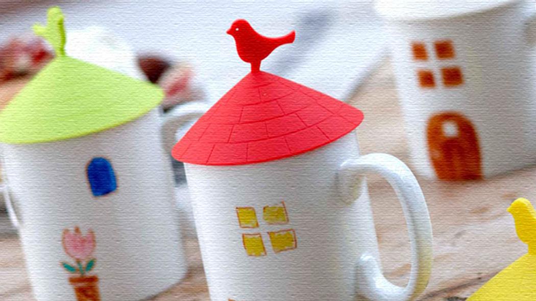 屋根の上に小鳥がとまったデザインのシリコンカップカバー
