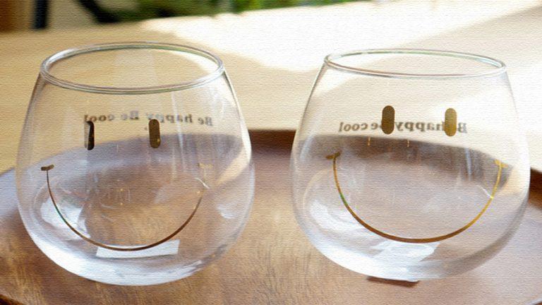 にっこり笑ったスマイルグラス!まるっこいフォルムがかわいい♪