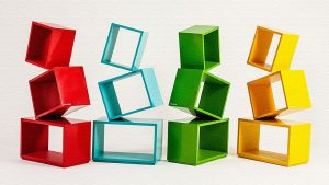 絶妙!四角い棚が積み重なった本棚「Equity(エクイティ)」