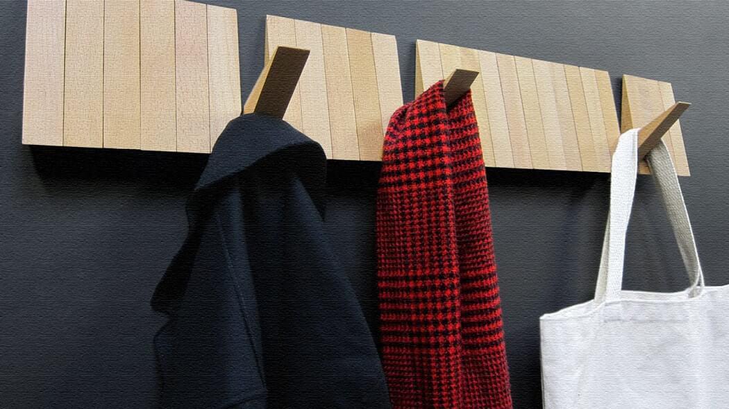帽子・コート掛けに!26個のフックが隠されたコートハンガー(Switch Board)
