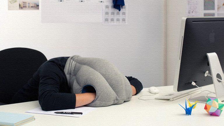 いつでもどこでも昼寝できる!Ostrich Pillow(オーストリッチピロー)いつでもどこでも昼寝できる!Ostrich Pillow(オーストリッチピロー)