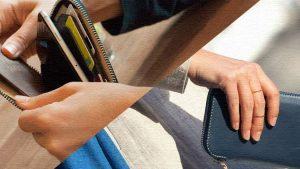 スマートフォンからカード・紙幣まで収納できるケース|Phone Pocket Plus