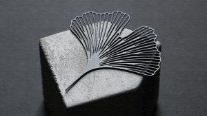 女性へのプレゼントに!イチョウの葉モチーフのブローチ|Ginkgo Brooch(ギンコブローチ)