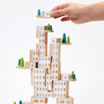 "<span class=""title"">子供のプレゼントに!オブジェにもなるおもちゃブロック「Blockitecture Garden City」</span>"
