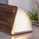 引越し祝いに!本の形の美しいテーブルランプSmart Book Light(スマートブックライト)